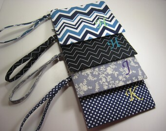 Set of 4  Personalized Wedding Gifts - Clutch- Zipper Pouch- Personalized Wristlets - Makeup Bags - Small