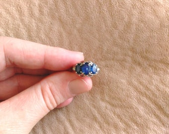Vintage Multi-Stone 14 k / 14 kt White Gold Birthstone Anniversary Ring - Royal Blue Natural Sapphire Gemstone, Diamond Chips - Size 4 1/4
