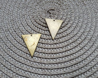 The large one sequin triangle raw brass 26 x 22 mm