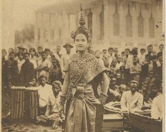 Antique Postcard - La Premiere Danseuse.