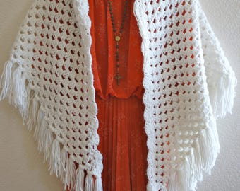 60s vintage triangle crochet shawl wrap scarf triangle shape with fringe at the ends