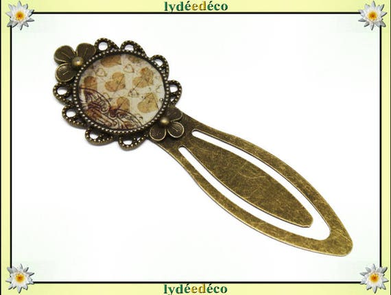 Bookmarks resin retro vintage white beige hearts brass diameter 20mm