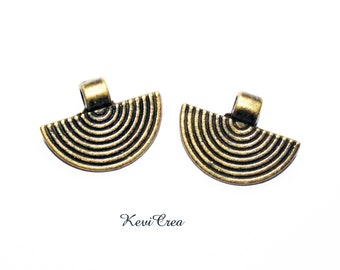 10 x bronze circle pendants
