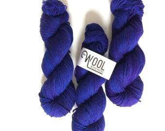 DK Casd azul Hand dyed yarn superwash BFL 100g. BFL is a British breed.