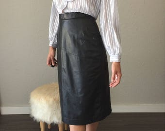 80s does 50s Black Leather Calf lenght Wiggle Skirt Size 27 Swirled Floor Shine Leather Patchwork Bettie Page Fetish Leather Pencil Skirt