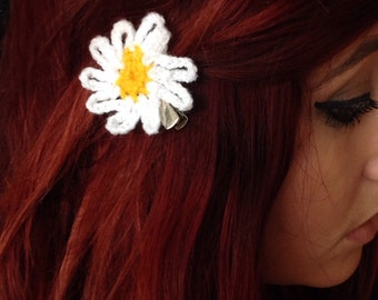 Daisy or sunflower crotchet hair clip
