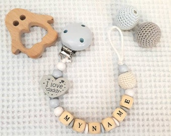 Customizable pacifier chain with a name of your choice. Chain pacifier in wood with a customizable name. It brings snow pacifier.