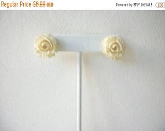 ON SALE Vintage 1940s Carved Plastic Rose Earrings 72617