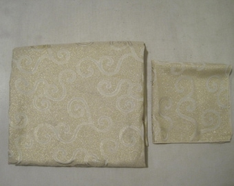 Tablecloth and Napkins Victorian Swirl Gold and white Vintage TXTL526s