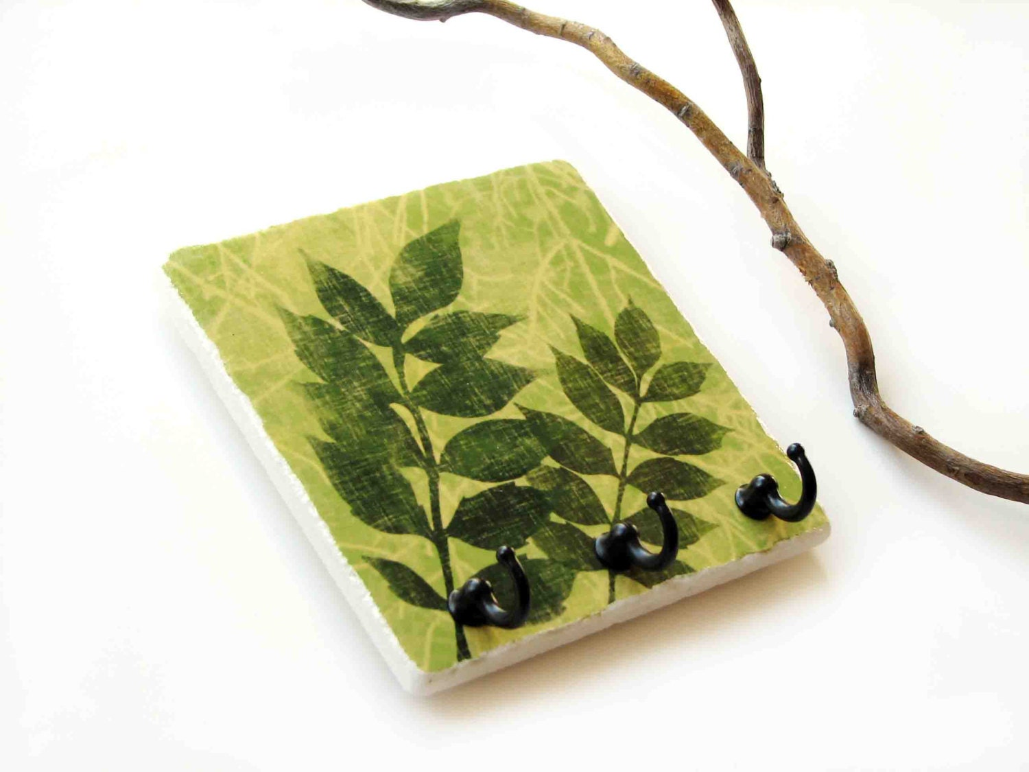 Green Leaf Key Rack Natural Earthy Color Wall Decor Plant