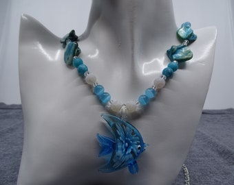 Long necklace (56 cm) with pendant (dolphin)