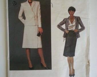 Vintage designer / 70s suit / Valentino suit / straight skirt/ 1970s sewing pattern / Size 10, Bust 31, Waist 24, Hip 33, Vogue 2622