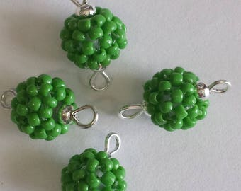 4 beads seed connectors (2mm) Pearl green opaque