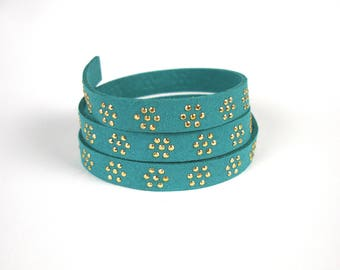 Flat suede cord with 10 mm X 50 cm aluminum rhinestone flowers