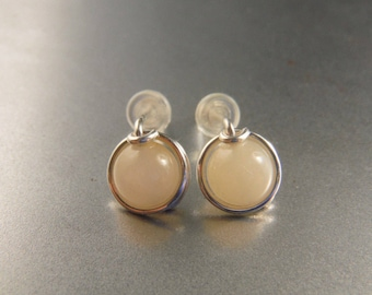 Pink Agate and Silver Small Round Stud Earrings eZD74iBB
