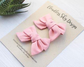 Pigtail bows / Toddler girl bows / Girl hair bows / Pink bow / Mini bows / Pink hair bows / Mini pink bow / Pink toddler bow / Hair clip /