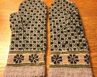 Hand-knit woolen Latvian mittens from Vidzeme