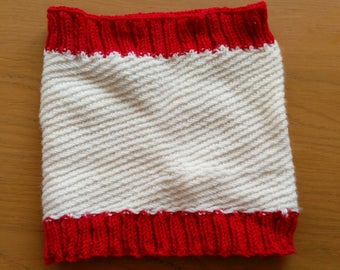 Cream and Red Snood