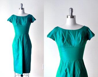 1950's green wiggle dress. 60 emerald green dress. iridescent. taffeta dress. blue green. 1960 small dress.
