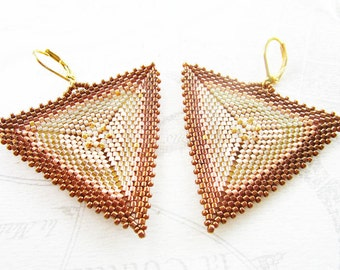 Triangle pattern in shades of gold woven earrings