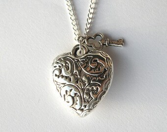 Sweet Heart and Key Necklace  (R5B)