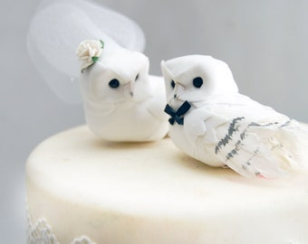 Snowy Owl Wedding Cake Topper in Winter White: Bride & Groom Love Bird Cake Topper