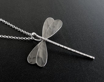 Mother gift, dragonfly pendant, silver dragonfly necklace, dragonfly gift, dragonfly jewelry, gift for women