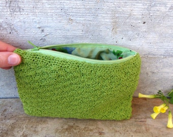 Green crocheted pouch in upcycled yarn. Rustic and romantic case with zipper and floral lining