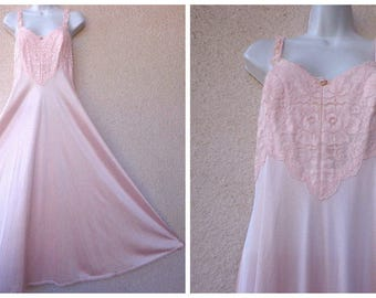 1970s OLGA Nightgown. Olga Style 92320 NIGHTGOWN. Sweeping Nightgown. Padded Lace Bra Area. Pinup Lingerie. Peach Nightgown.. Size 34 S to M
