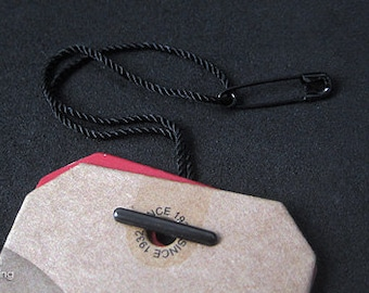200pcs | Black - HTS-9 - Pre-made Hang Tag String. Nylon String Assembled with Copper Safety Pin & Bar.
