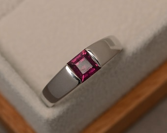 Pyrope garnet ring, solitaire ring, square cut, natural garnet ring, engagement ring