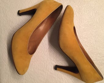 beautiful suede vintage mustard pumps size 37