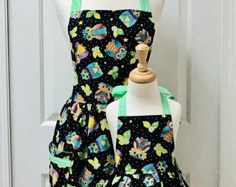 Cosmic Owls with Apple Green and White Stripes Retro Mommy and Me Apron Set  - reversible