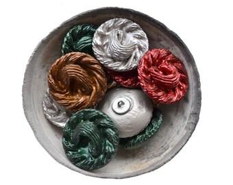 Boutons résine sculpté arrondi - 12 pièces
