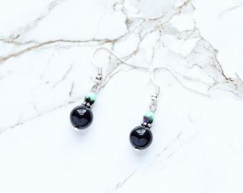 Boucles d'oreilles noires, menthe verts boucles d'oreilles, cadeau de fête des mères, des cadeaux pour maman, cadeaux pour femmes, bijoux en verre tchèque, Vintage Lucite, vert Pastel