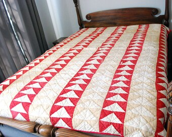 1920s Handmade Quilt, Vintage Patchwork Bedding, Cutter Upcycling Restoration Quilt, Hand Stitched Bedspread, Red Beige Arrows