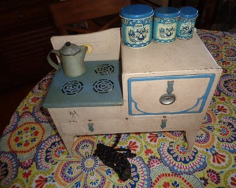 Kitschy Antique rare toy child's electric Stove with cloth cord has a set of 3  Wolverine canisters and pan and coffee pot