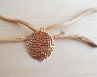 Round hammered pendant Gold 30 x 26mm