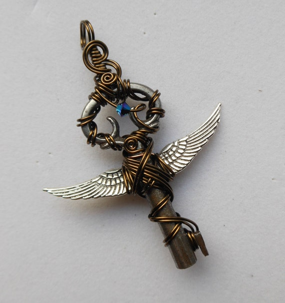 Harry Potter Swarovski Flying Key Necklace Q22UtKcLi