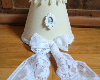 Small romantic Lampshade beige and white