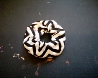 Black and White Zigzag Scrunchy