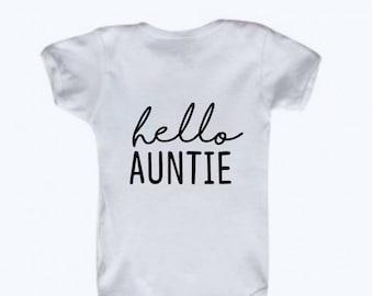 Hello Auntie Announcement Bodysuit, New Baby Announcement to Aunt, Gender Neutral, Pregnancy Reveal to Aunt, Tell Sister Idea Pregnantromper