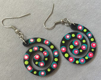 5 colorful spiral earrings, 2cm, black wood handpainted, animals, style aborigine, Australia, surfing, holiday, colorful handmade earrings
