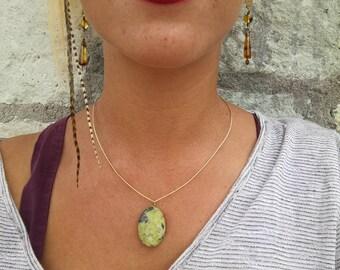 Fine Bronze necklace with serpentine