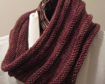 MOTHERSDAY Cherry Cola Hand-Knit Cowl