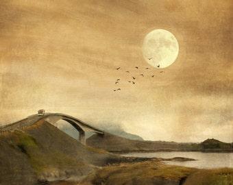 Atlantic Road, Reisefotografie, Norwegen, surreal verträumte Landschaft, Sonnenuntergang drucken, Dämmerung, Mond-Kunst, Storseisundet-Brücke