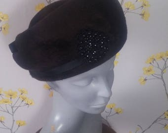 Vintage 50s Deep Brown Brushed Fur Felt Hat Brown Pillbox With Black Beads Design Feature
