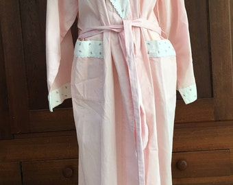 M / Robe / 100% Cotton Pink With Rose Buds / Comfy / Vintage /  Medium