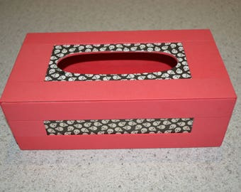 Box has wooden handkerchiefs