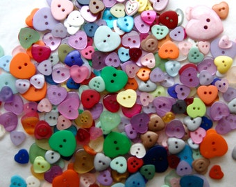 50 Button Heart Mix, Assorted Sizes, Sew through Buttons, Sewing, Crafting, Button Art   (AC 6)